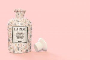 Pattern&Label-Parfum-Bottle-Mockup